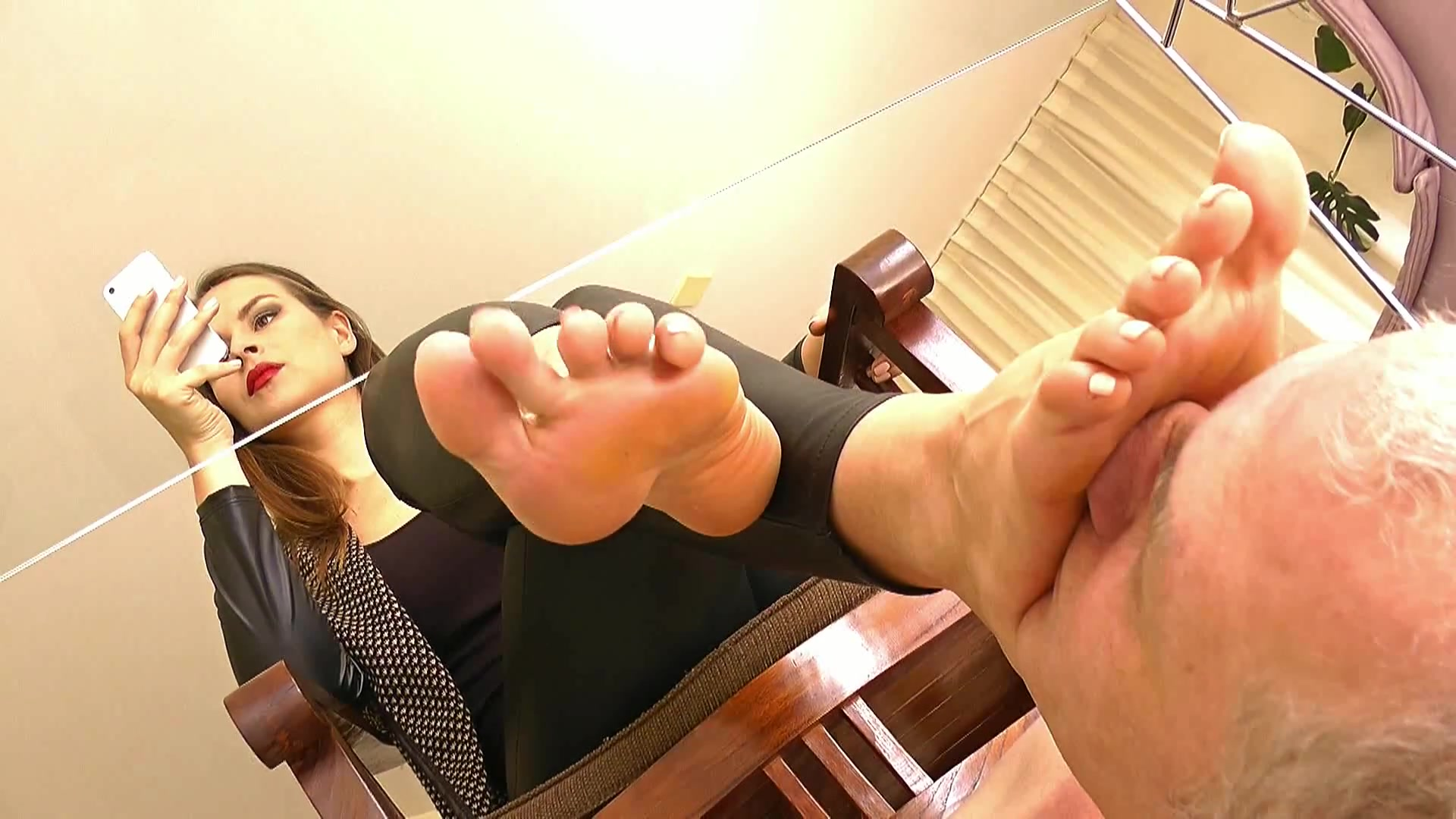 Do most guys get turned onattracted to a woman's feet